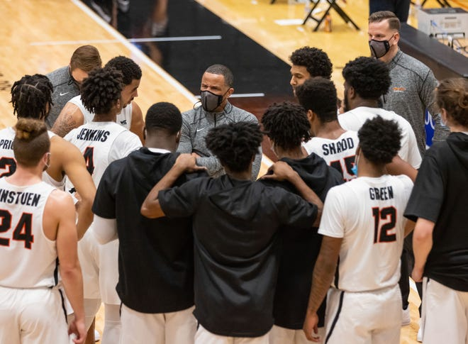 Pacific Tigers head coach Damon Stoudamire talks to the team during a timeout in the second half of the WCC men's basketball game Jan. 14 at Spanos Center in Stockton.