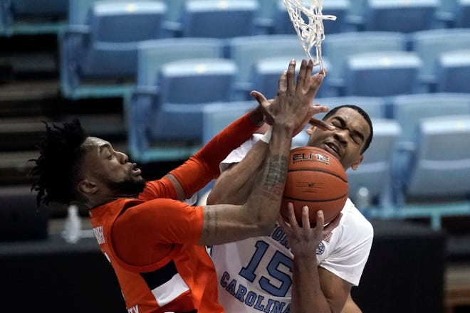 North Carolina forward Garrison Brooks, right, grapples with Syracuse forward Alan Griffin for a rebound during Tuesday night's game.