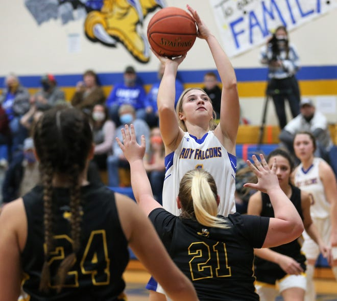 Veribest's Emily Ward goes up for a shot as Menard's Makinley Kothmann (24) and Mackenzie Wagner (21) try to make her miss during a game in Veribest on Friday, Jan. 15, 2021.