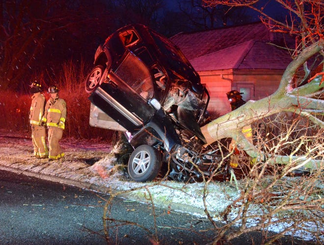 A 28-year-old Battle Creek man died when his SUV struck a tree Sunday morning.