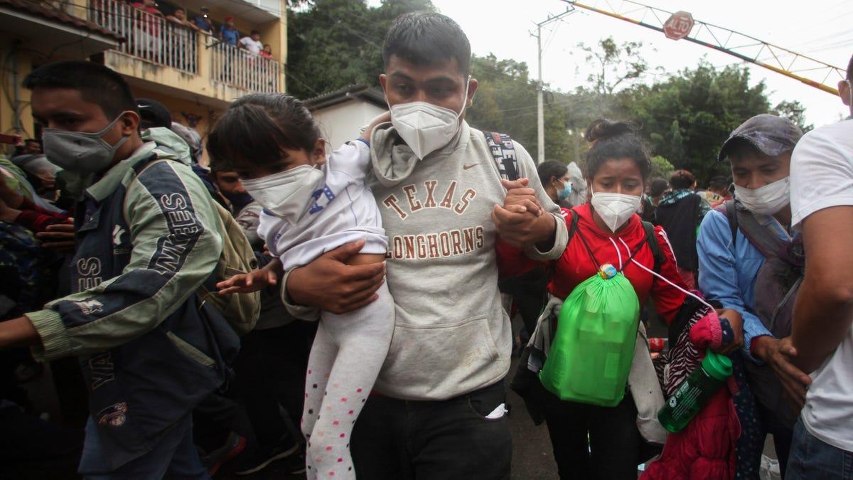 Some 9,000 Honduran migrants cross north into Guatemala 1