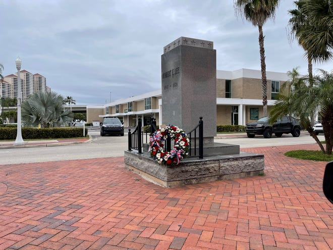 The bust of Robert E. Lee returned briefly Sunday to the stone pillar it has been absent from in downtown Fort Myers for half a year as a small band of people gathered to celebrate the Confederate leader's birthday. A small wreath was also laid at the statue's base.