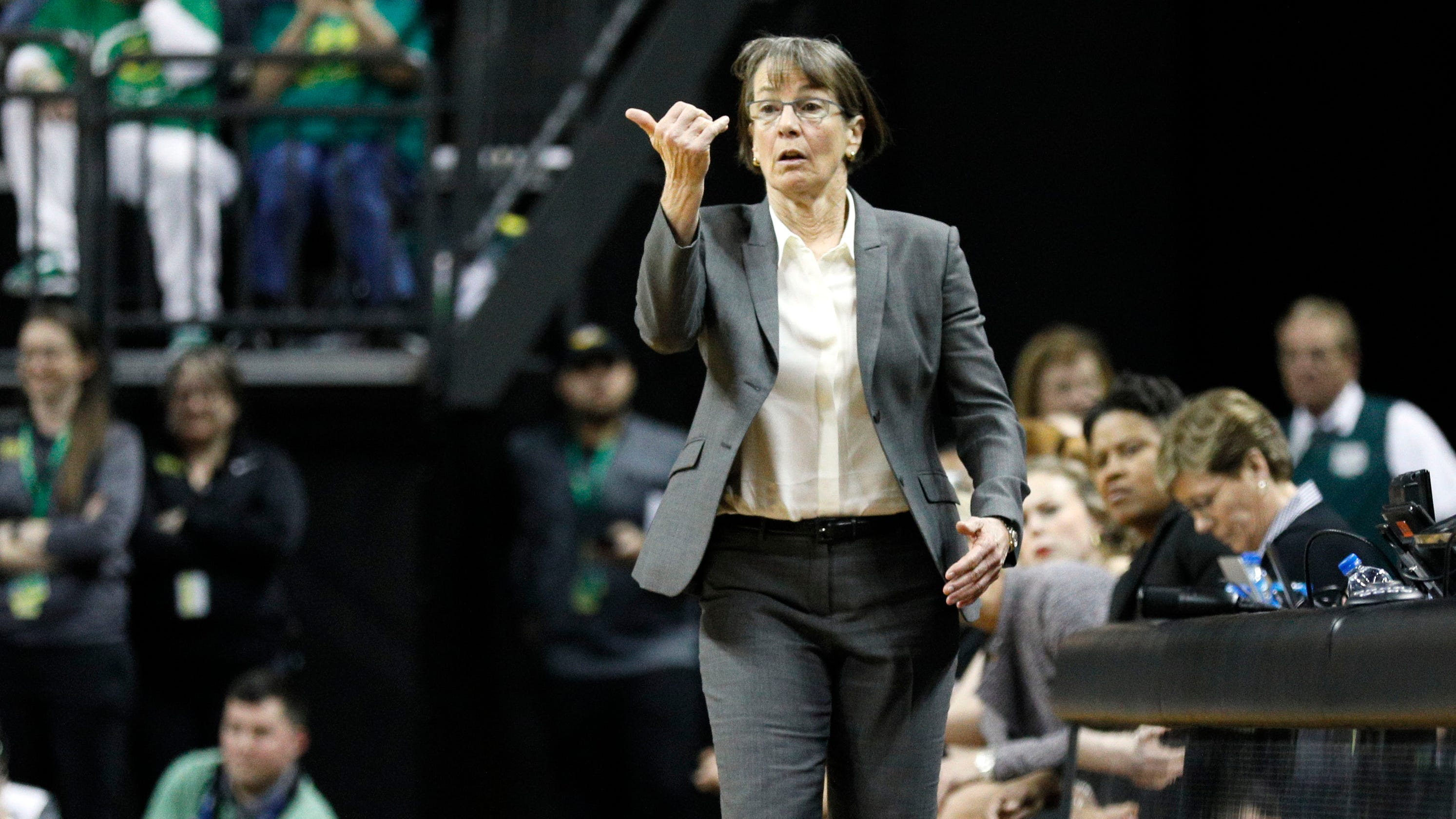 How Stanford's Tara VanDerveer used lessons from Bob Knight to become women's basketball's winningest coach