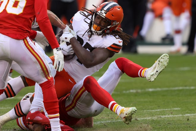 Browns running back Kareem Hunt scores a touchdown during Sunday's 22-17 loss to the Kansas City Chiefs in an AFC Divisional playoff game. [Jamie Squire/Getty Images]