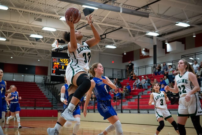 Luling's Aja Holmes drives to the hoop during a playoff game versus Lago Vista in the 2020 playoffs. Holmes earned the American-Statesman player of the week honors by scoring 53 points and grabbing 30 rebounds in two games last week.