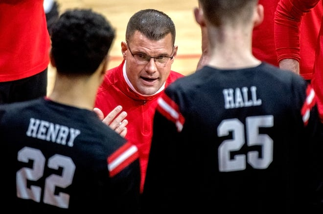 Bradley head coach Brian Wardle talks with his team during a timeout in the second half against Evansville on Sunday, Jan. 17, 2021 at Carver Arena in Peoria.