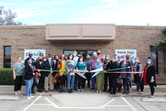 The Stephenville Chamber of Commerce recently celebrated the Grand Opening of Patrick Street Pharmacy and Dublin Family Medicine, now part of the Comanche County Medical Center (CCMC) with a ribbon-cutting ceremony.