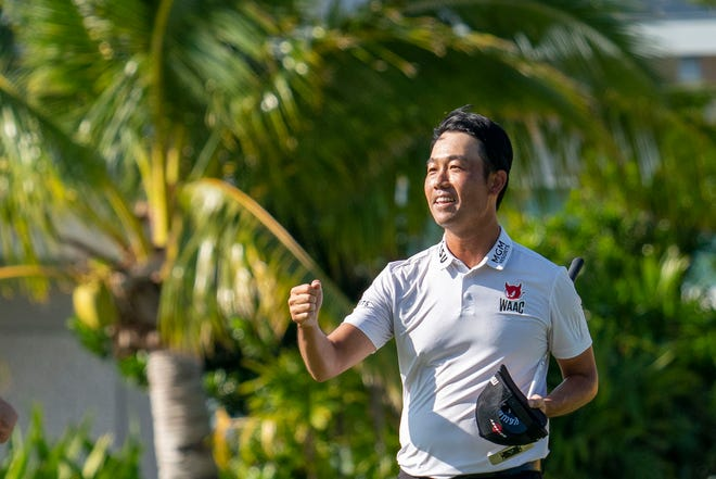 Kevin Na celebrates after making the putt on the 18th hole Sunday to win the Sony Open.