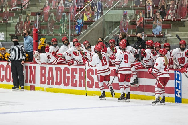 UW women's hockey team