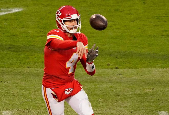 Chiefs QB Chad Henne, having replaced the injured Patrick Mahomes, throws a pass to Tyreek Hill on fourth down to help Kansas City run out the clock against the Cleveland Browns in the divisional round.