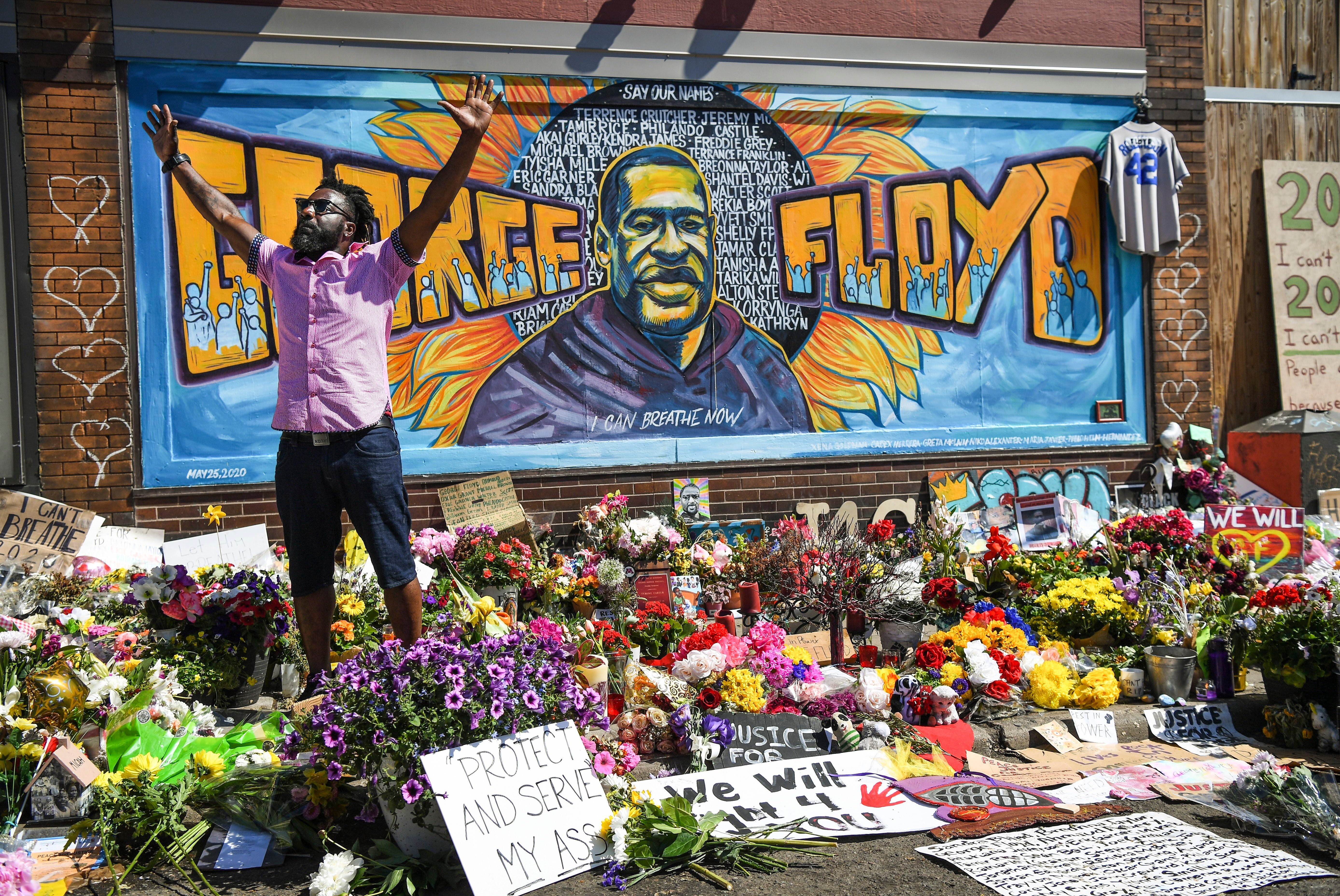 Former NFL player Tyrone Carter speaks at the George Floyd memorial site at 38th Street and Chicago Avenue on June 3, 2020. George Floyd died at this location in Minneapolis police custody on May 25.