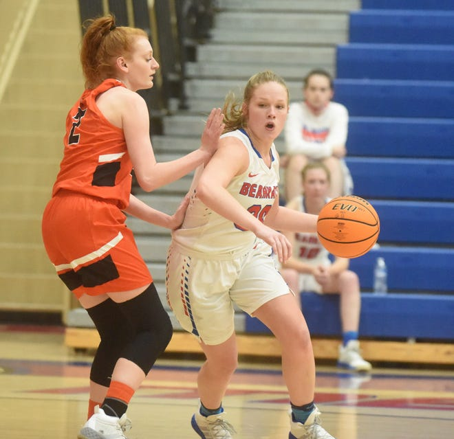 Melbourne's Josie Roark drives against Viola's Macey Perryman during a recent game.
