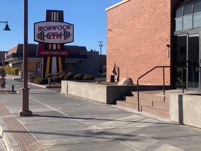 The Farmington City Council declined to help owners of a new business create a food truck court in their parking lot off W. Main Street and give the front of the building a new look, but expressed enthusiasm for the concept.
