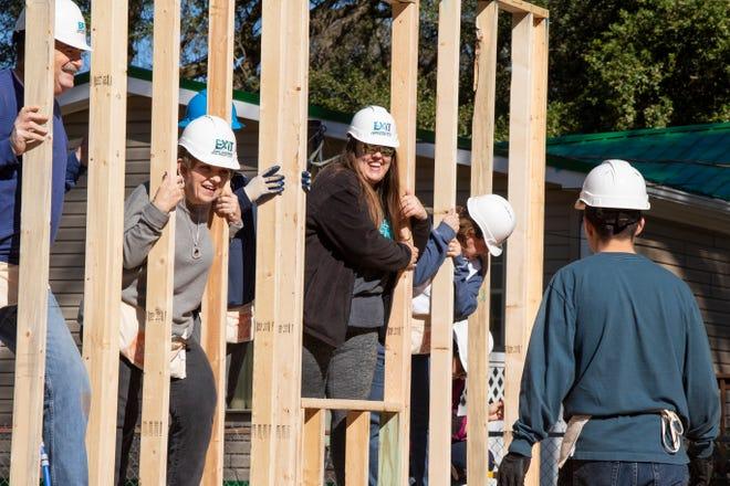 Pensacola Habitat for Humanity celebrates 29 families closing in 2020.