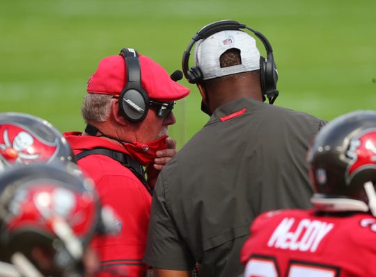 Buccaneers head coach Bruce Arians talks with offensive coordinator Byron Leftwich during a game against the Minnesota Vikings.