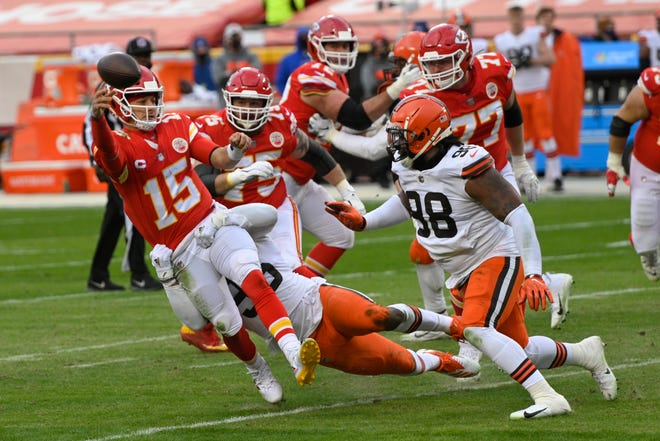 Kansas City Chiefs quarterback Patrick Mahomes (15) throws a pass in front of Cleveland Browns defensive tackle Sheldon Richardson, right, on Sunday at Arrowhead Stadium in Kansas City.