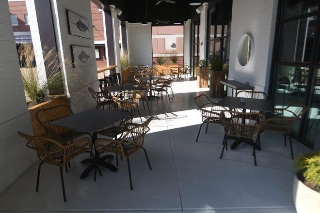 Το Courtyard στο Coquina Fishbar στο Wilmington, NC, Παρασκευή 15 Ιανουαρίου 2021. Το εστιατόριο άνοιξε μόλις στις 11 Ιανουαρίου δίπλα στο Regal Mayfaire και διαθέτει μια ποικιλία από θαλασσινά.    [MATT BORN/STARNEWS]