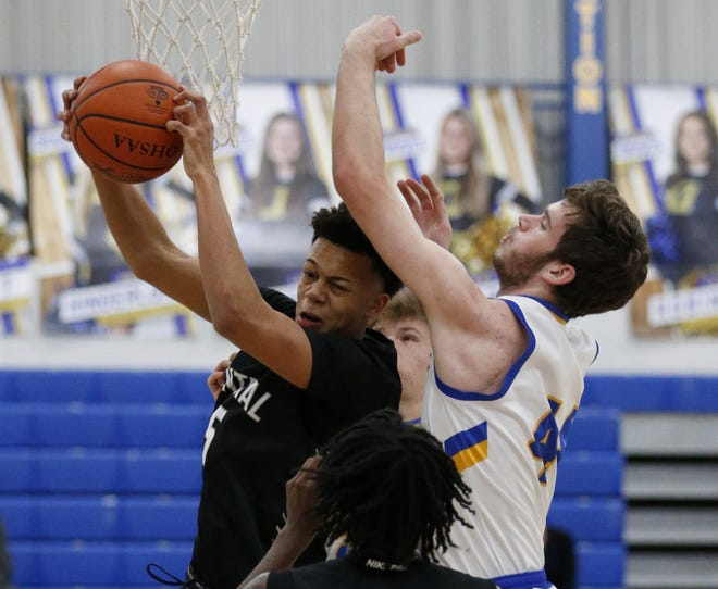 Donovan Hunter and Central won their first eight games before losing to Gahanna 56-55 on Jan. 20. The Wahawks entered the game ranked eighth in the Division I state poll, and the Lions were ranked fourth.