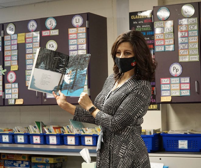 Village Oaks Elementary teacher Lisa Rice reads to her class Jan. 20. She was excited knowing she was able to schedule her COVID-19 vaccine already.