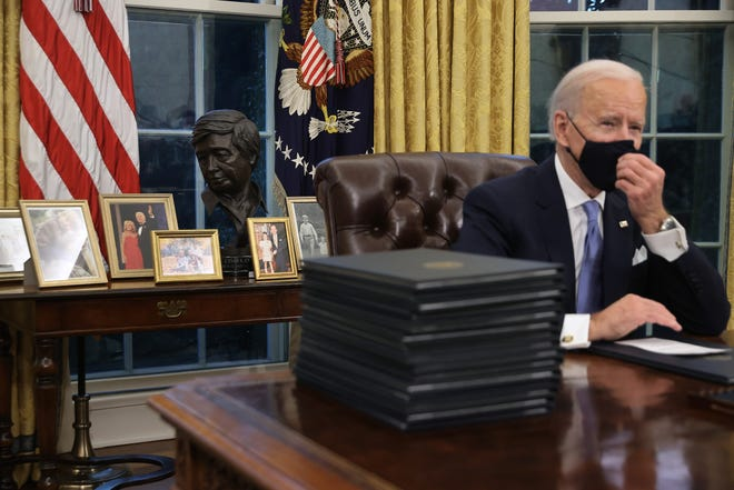 WASHINGTON, DC - JANUARY 20:  U.S. President Joe Biden prepares to sign a series of executive orders at the Resolute Desk in the Oval Office just hours after his inauguration on January 20, 2021 in Washington, DC. Biden became the 46th president of the United States earlier today during the ceremony at the U.S. Capitol.  (Photo by Chip Somodevilla/Getty Images) ORG XMIT: 775613130 ORIG FILE ID: 1297494853