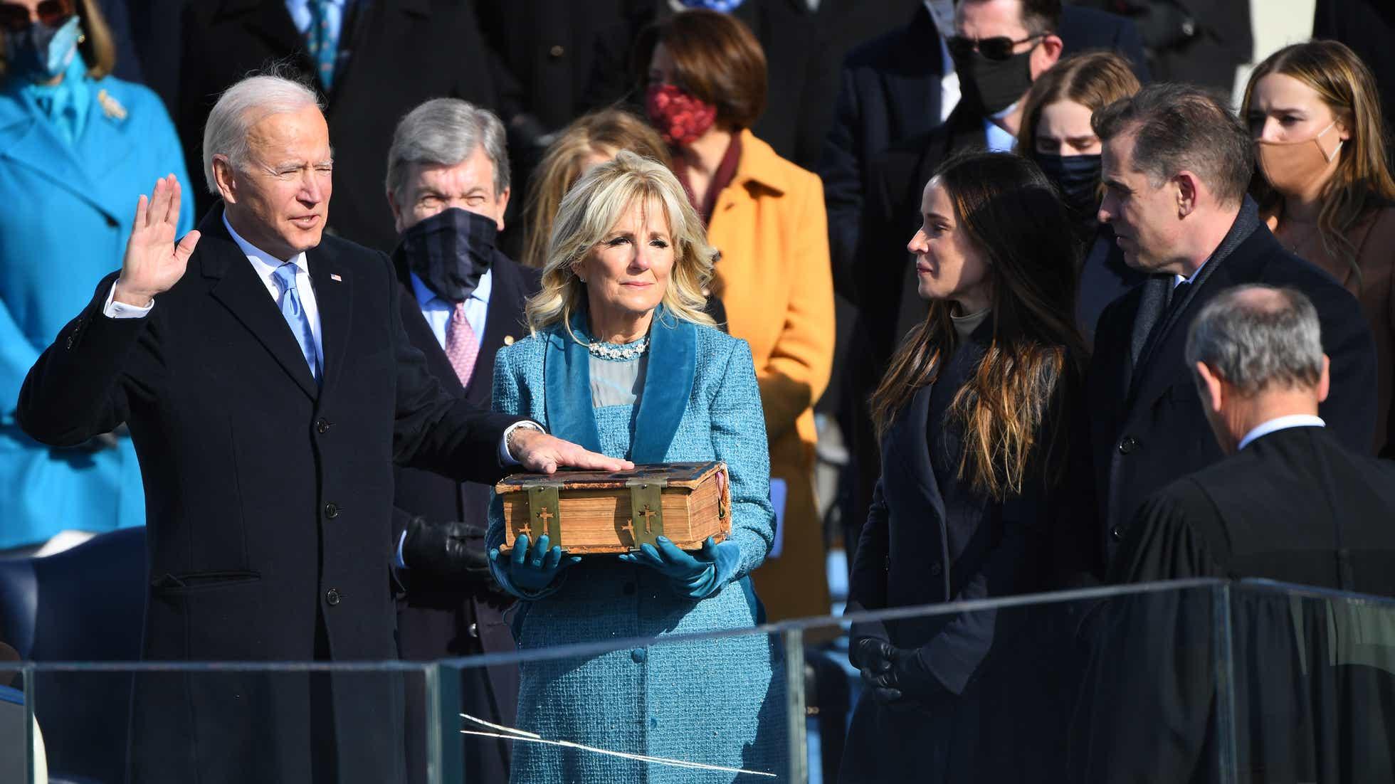 Biden and harris sworn in