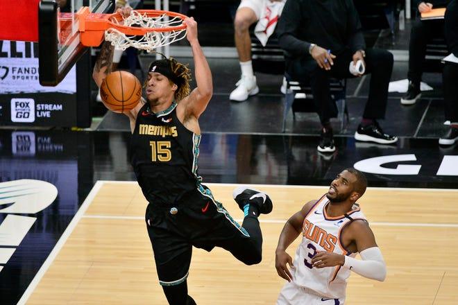 Memphis Grizzlies forward Brandon Clarke (15) dunks ahead of Phoenix Suns guard Chris Paul (3) during Monday's game in Memphis, Tenn.