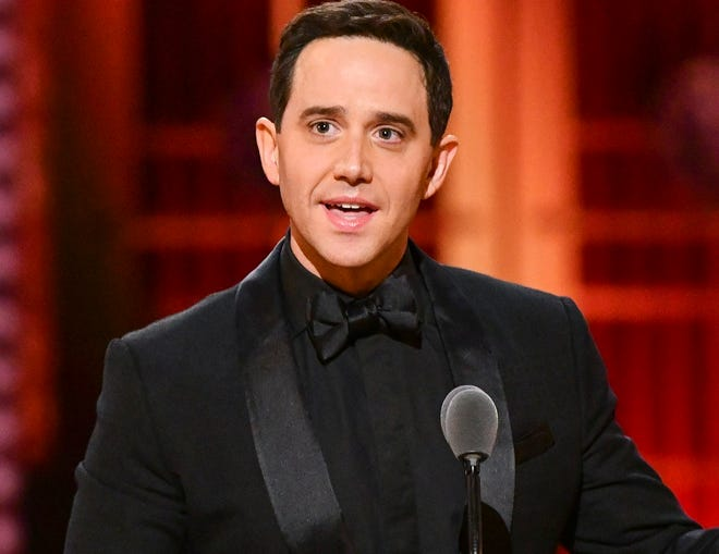 """Santino Fontana, the 2019 Tony Award winner for the Broadway musical """"Tootsie"""" will be an upcoming guest on """"The Seth Concert Series,"""" a livestreamed series based on Sirius XM radio host Seth Rudetsky and producer Mark Cortale's music/interview format started in Provincetown."""