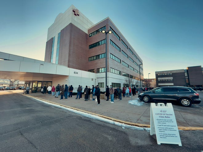 Patients line the entrance and around the building as they await COVID-19 vaccinations at Cottage Hospital on Thursday, Jan. 21, 2021. According to hospital spokesperson Eileen Inness, people began lining up for the Moderna vaccine at around midnight, with 510 injections planned for Thursday morning.