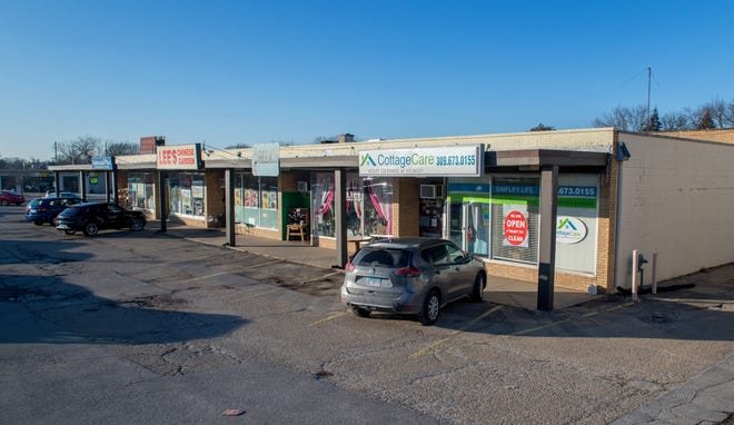 A Club Car Wash is being considered to replace the GlenHaven strip mall at Glen and University in Peoria.