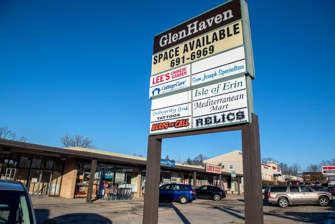 From Lee's Chinese Garden to Nerds on Call, the GlenHaven strip mall is home to an eclectic group of small businesses. A Club Car Wash is being considered to replace the longtime shopping center at Glen and University in Peoria.