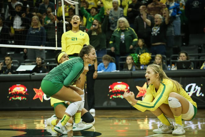 Oregon's Kylie Robinson (21), Georgia Murphy (middle) and Brooke Nuneviller (right) celebrate a point during a 2019 match against Utah at Matthew Knight Arena. (Samuel Marshall/Eric Evans Photography)