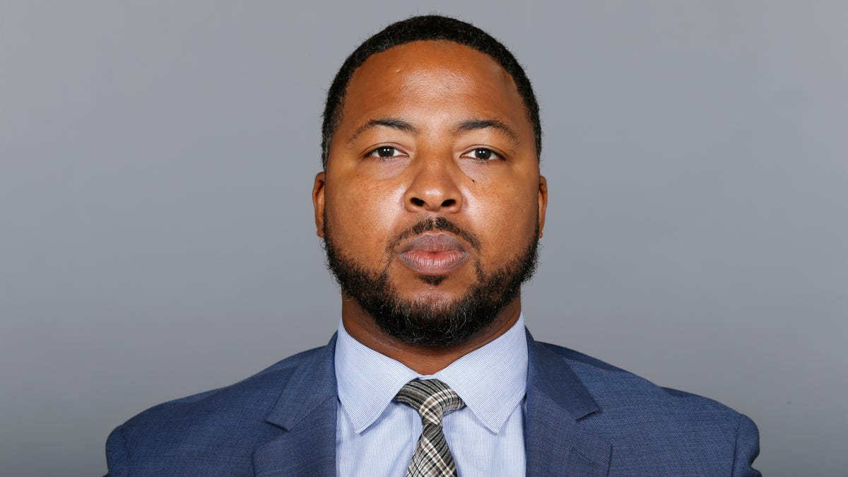 Michigan co-defensive coordinator Maurice Linguist hired as head coach at Buffalo 1