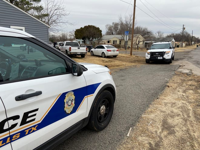 Wichita Fall Police surrounded a house on Best Street Thursday morning after discovering a possible shooting suspect inside.