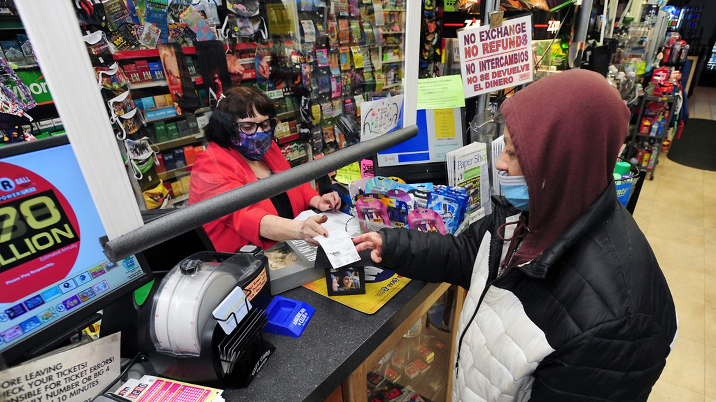 Mega Millions' $970 million jackpot making players 'euphoric,' but your odds are ... not good
