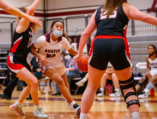 Austin High Shanel Reid drives the ball to the basket during the fourth period at the District 26-6A girls basketball game on Jan. 21 at Austin High School. The Maroons remained unbeaten in district play with a 72-46 win.