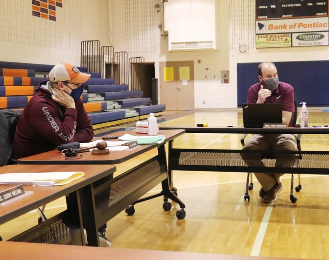 Pontiac Grade School District 429 Vice President Mark Donovan, left, listens as Superintendent Brian Dukes gives an update to the board at its meeting Thursday.