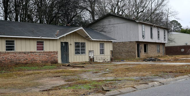 Tuscaloosa City Hall and the University of Alabama have teamed up to take on blight, such as that found within the University Manor neighborhood. [Staff file photo/Gary Cosby Jr.]