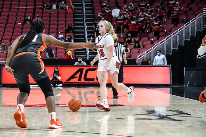 Hailey Van Lith dribbles up the court against Syracuse on Thursday night in the Cards' win over the Orange.