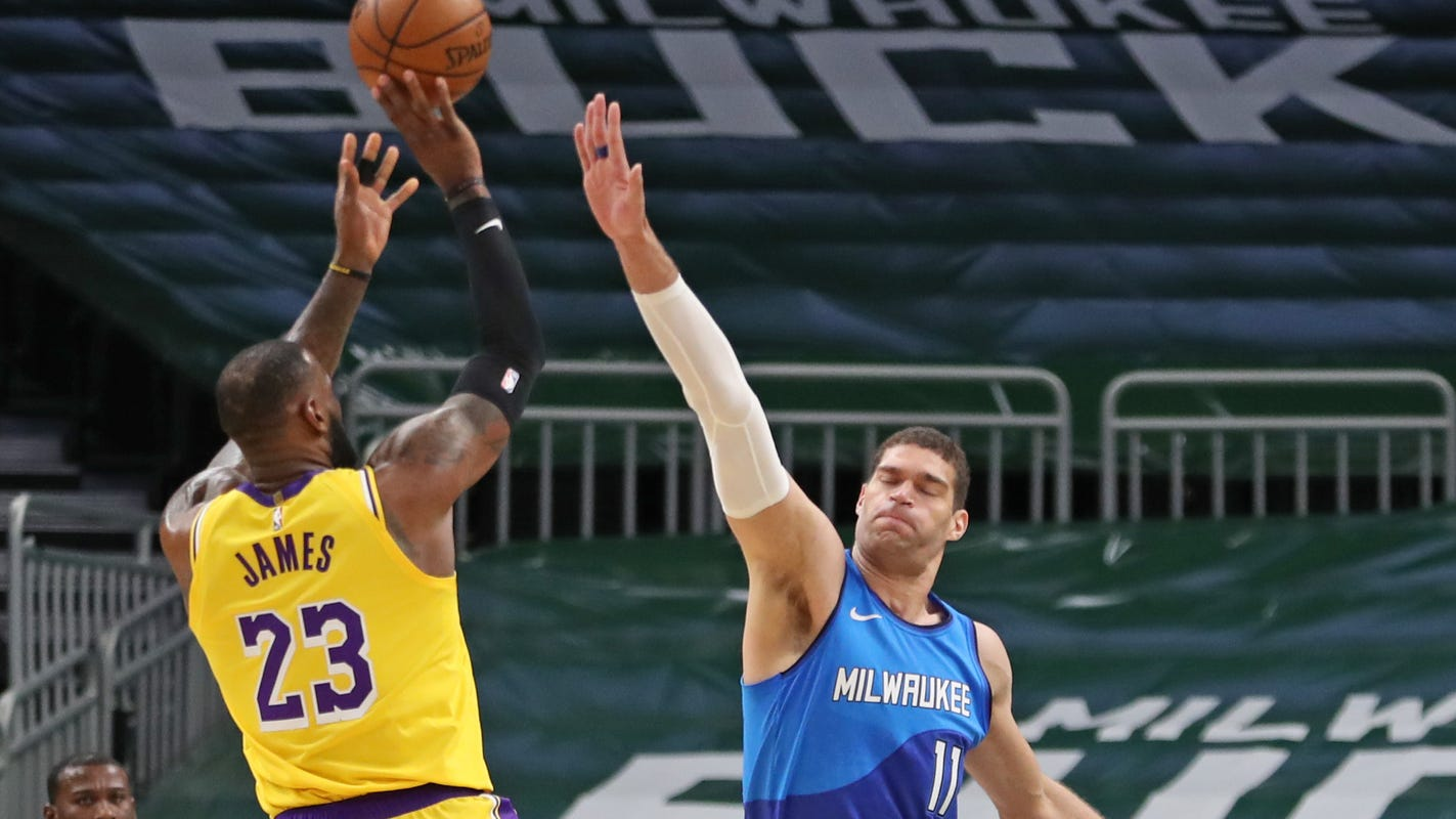 LeBron James and red-hot Kentavious Caldwell-Pope lead Lakers past Bucks