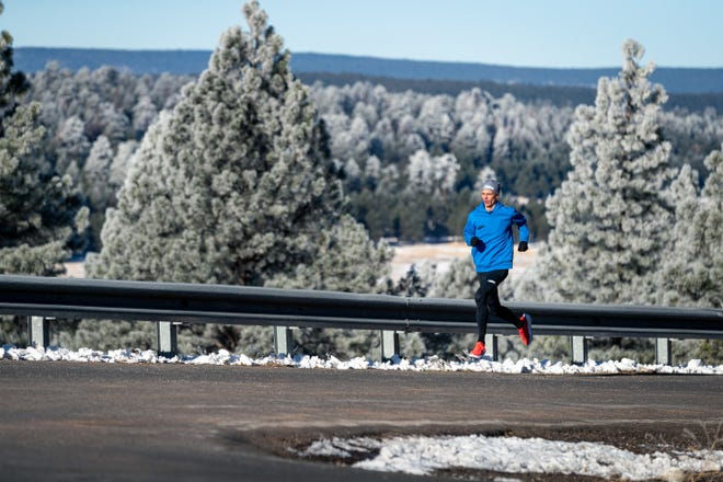 Jim Walmsley of Flagstaff and other ultra marathoners will try to break world or U.S. 100K records Saturday on a loop course in Chandler.