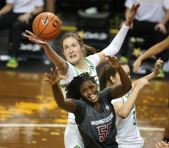 Oregon's Sedona Prince, top, and Washington State's Bella Murekatete battle for a rebound during the third quarter.