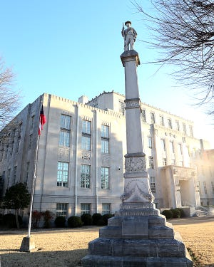 A Confederate memorIal to the southern soldiers that died in the Civil War, 1861-1865, is located on the lawn of the Sebastian County Courthouse in Fort Smith.