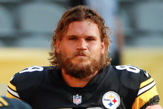 FILE - Pittsburgh Steelers tight end Vance McDonald (89) is shown during practice at NFL football training camp in Pittsburgh, in this Saturday, Aug. 22, 2020, file photo.  Steelers tight end Vance McDonald is retiring. The 30-year-old announced the decision Friday, Jan. 22, 2021. (AP Photo/Gene J. Puskar, File)