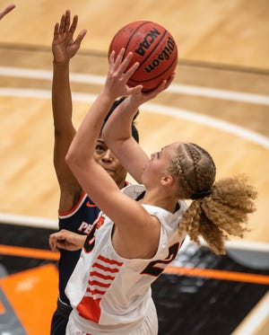 20210123.    University of the Pacific women's basketball team hosts Pepperdine in the Spanos Center  Saturday Jan 23, 2021.Pacific's Erica Adams pulls up for the short jumper over Pepperdine's Cheyenne Givens.