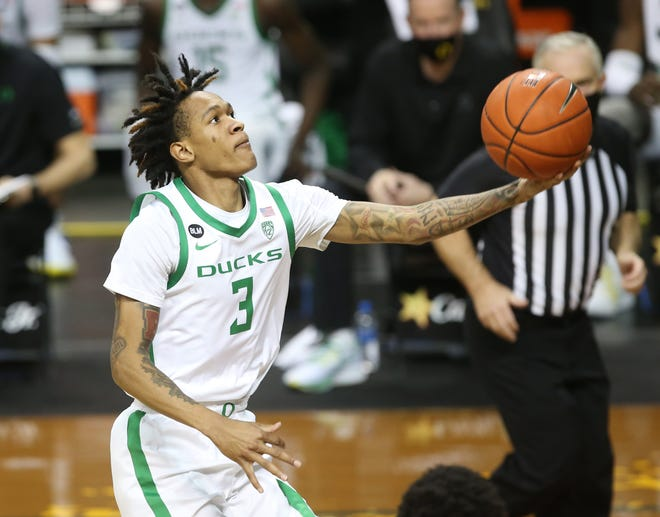 Oregon's Jalen Terry goes up for a shot against Oregon State.