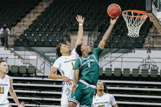 Sophomore guard Amari Davis scored 18 points in UWGB's win over Purdue Fort Wayne at the Kress Center on Saturday.