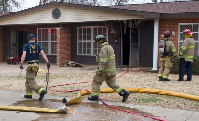 Wichita Falls Firefighters responded to the report of a structure fire at an apartment on East Carolina Saturday afternoon.