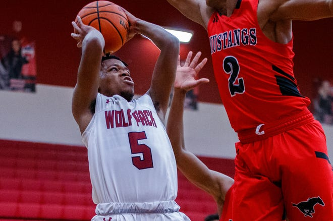 Jarmaine Mason, a junior shooting guard for Weiss, averaged 20.6 points on the week in the Wolves' trio of wins. Mason's best game came in the win over Pflugerville as he poured in 26 points. He tallied 22 points vs. Connally and scored 14 points vs. Elgin.