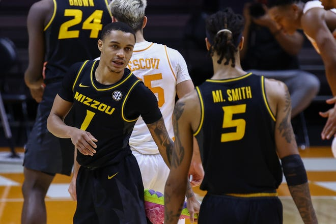 Missouri guard Xavier Pinson (1) speaks with forward Mitchell Smith (5) during a game against Tennessee on Saturday night at Thompson-Boling Arena.