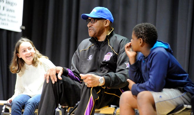 Former NBA player Harthorne Wingo spoke at Tryon Elementary School in 2019.